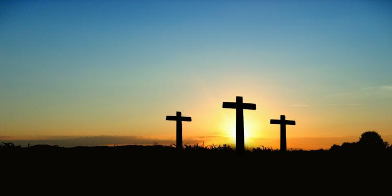 Kolme tyhjää ristiä